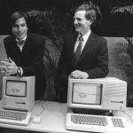 Steve Jobs (l.) und John Sculley bei der Präsentation des Apple Macintosh