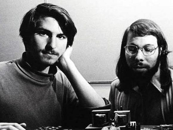 1976: Apple-Gründer Steve Jobs und Steve Wozniak