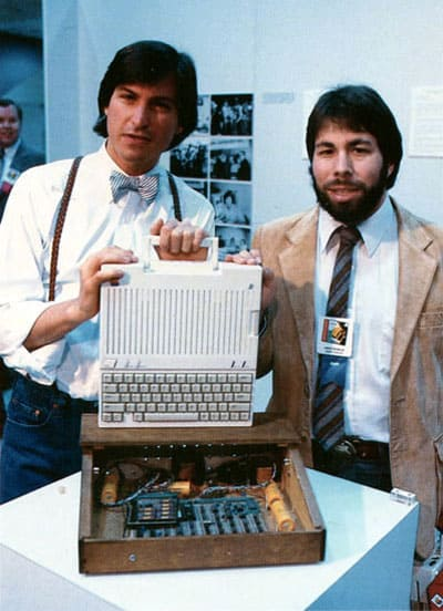 1984: Steve Jobs und Steve Wozniak präsentieren den Apple IIc