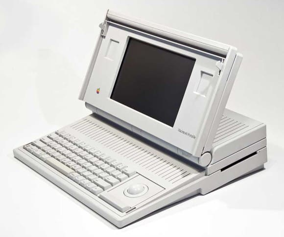 Der Macintosh Portable in Esslingers Showwhite-Design war Apples erster Laptop.