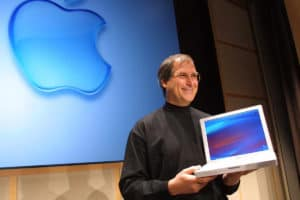Steve Jobs präsentiert das erste iBook (2001) - Foto: John G. Mabanglo/EPA