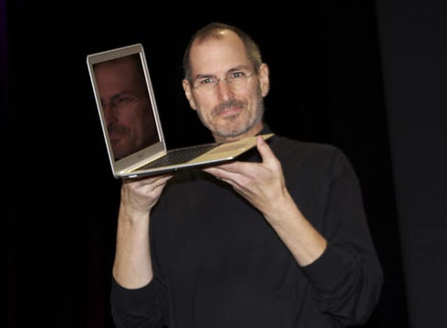 Steve Jobs präsentiert das Macbook Air auf der Macworld Expo 2008 in San Francisco.