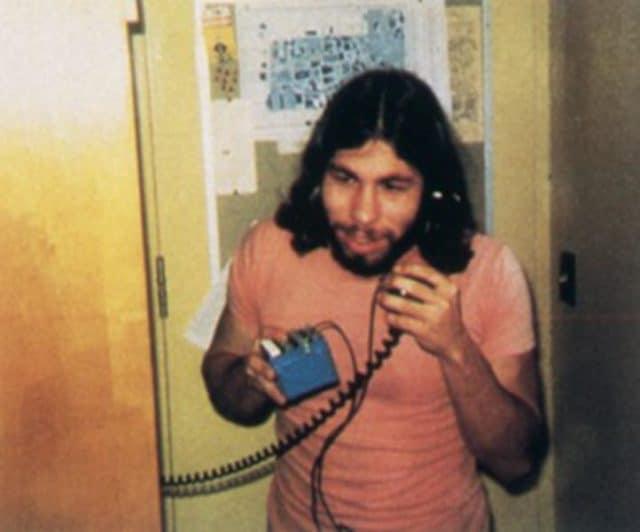 """Steve Wozniak telefoniert mit einer """"Blue Box"""""""