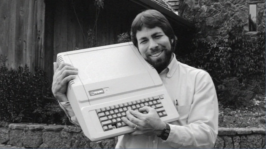 Steve Wozniak mit einem Apple II